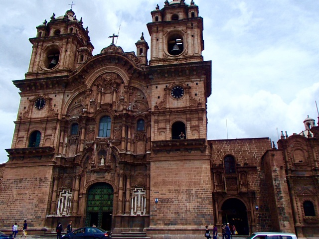 There more 25 churches in the historic neighborhood of Cusco
